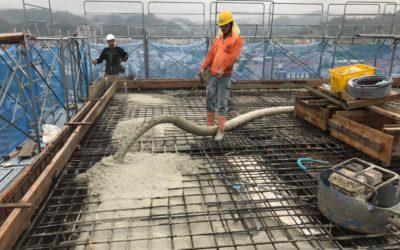 屋頂版灌漿中 (2)