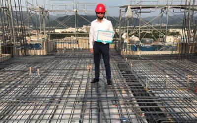 建築師現場檢查鋼筋後拍照 (2)